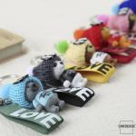 Teddybär Schlüsselanhänger mit niedlicher Wollmütze - V4